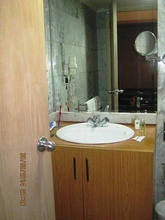 Napoleon Hotel: حمام نظيف