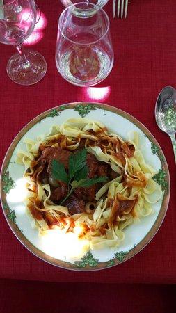 Auberge du Prunelli : Sauté de veau aux olives.
