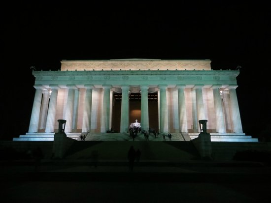 DC by Foot: Lincoln's Monument