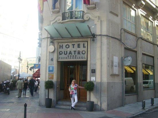 Quatro Puerta del Sol Hotel: entrance