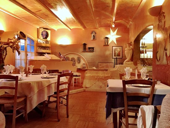 une autre partie du restaurant picture of restaurant. Black Bedroom Furniture Sets. Home Design Ideas