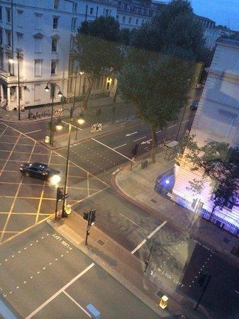 MEININGER Hotel London Hyde Park: вид из окна номера