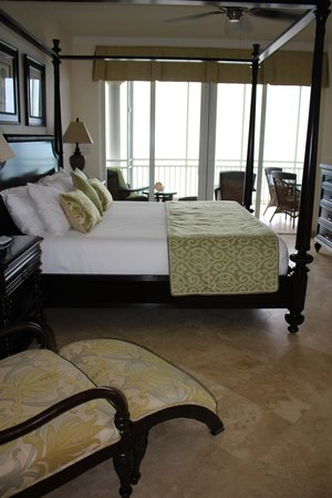 The Venetian on Grace Bay : Master bedroom