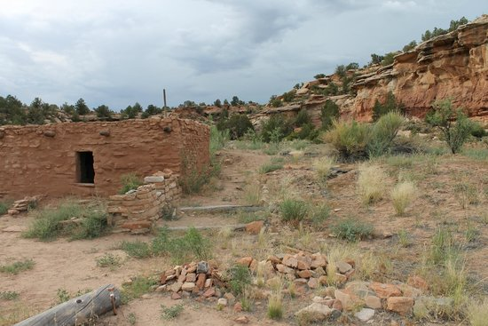 Kelly Place: on-site ruins