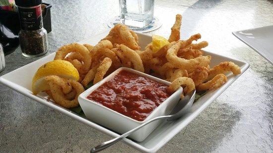 Waterfront Restaurant : Calamari