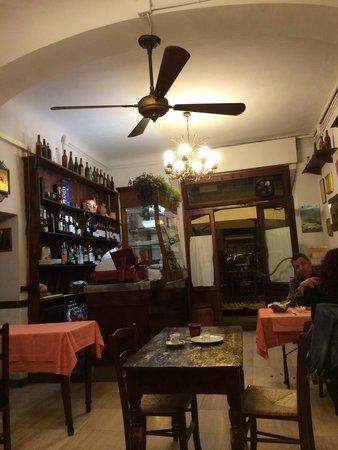Trattoria Di' Sordo: Inside the restaurant- simple Italian