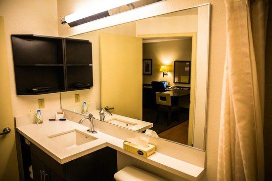 Candlewood Suites Dallas, Las Colinas: Shower Room