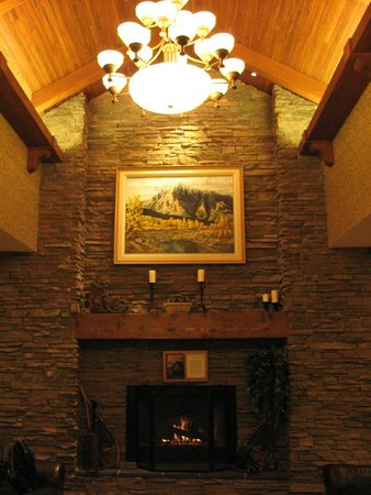 BEST WESTERN PLUS Fernie Mountain Lodge: Hotel Lobby
