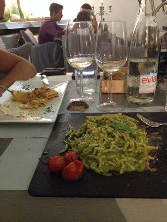Cote Sud : Trofie al pesto con carpaccio di gambero rosso: un piatto che non si dimentica!!!!