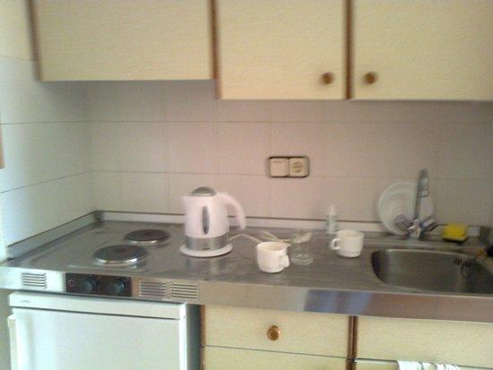 Marinada Apts.: kitchenette, full equipped toaster, kettle, micro, 2 hobs, fridge