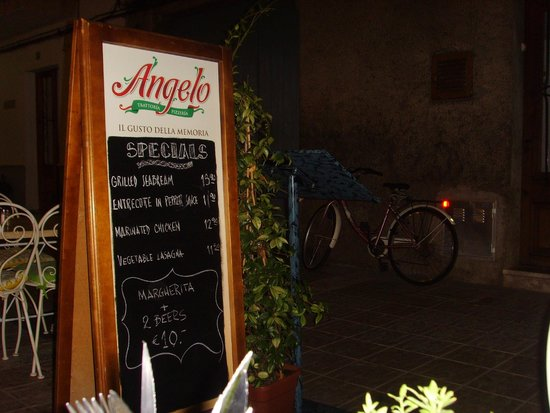 Il Angelo: Outside Restaurant
