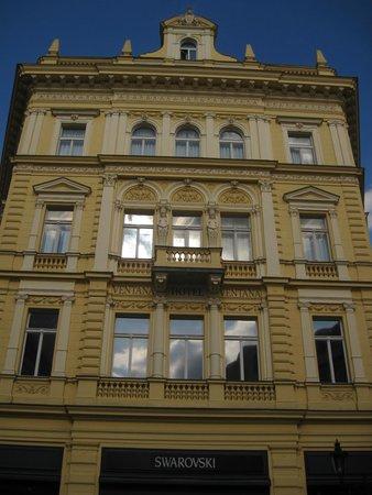 Ventana Hotel Prague: Hotel Ventana...excelente ubicación y atención.