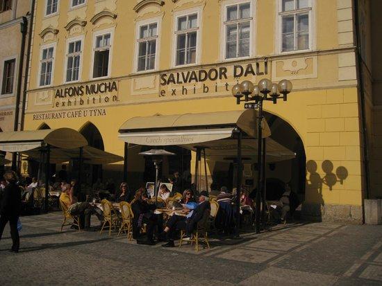 Ventana Hotel Prague: Este restaurant y café tiene platos tipícos! exquisitos!!