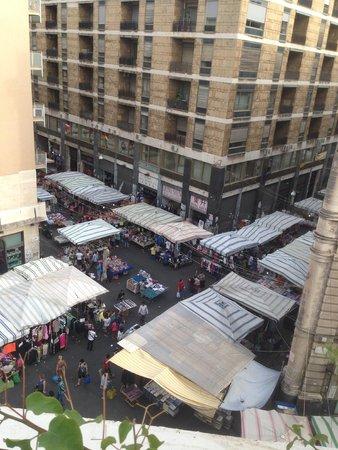 Fera 'o Luni - Mercato di piazza Carlo Alberto: Вид на рынок сверху
