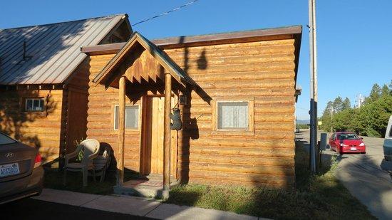 Yellowstone Inn: Exterior