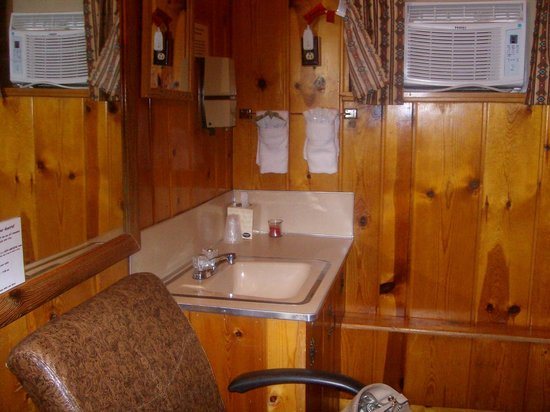 Mountain View Motel and Campground : Vanity area