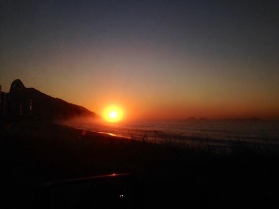 Sao Conrado Beach: lindo nascer do sol na praia de são Conrado