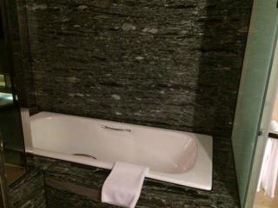 Sheraton Hsinchu Hotel: Bathtub