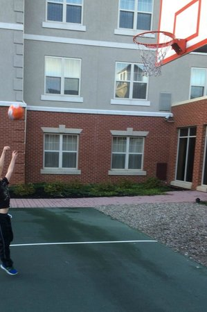 Homewood Suites Harrisburg East-Hershey Area: Basketball hoop available