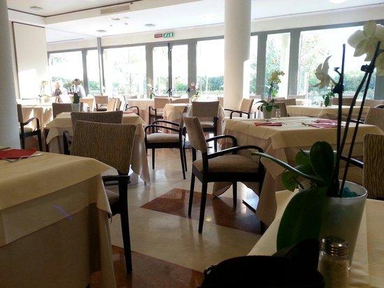 Mercure Genova San Biagio: Sala dove si fa colazione