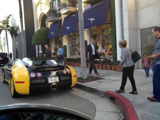 Beverly Hills, Kalifornien: A Bugatti on Rodeo Drive