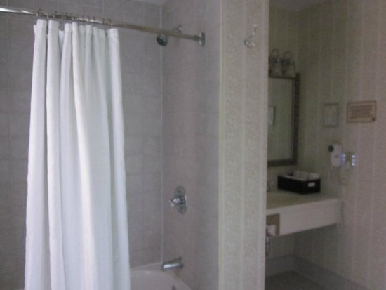 Jefferson Clinton Hotel: Bathroom