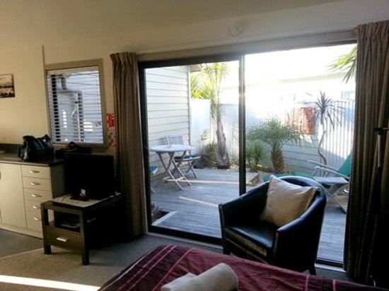 Tairua Shores Motel: View from room to our private courtyard