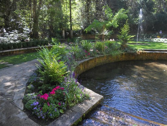 Belknap Hot Springs Lodge and Gardens: View of one of their gardens