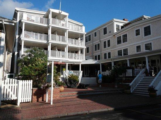 Vineyard Square Hotel & Suites: Vineyard Square Courtyard
