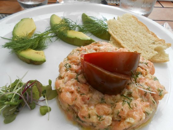Fig & Olive : Salmon tartar