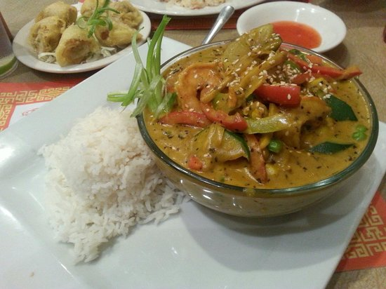 Golden Harvest Restaurant: Delicious curry style popular dish with shrimp!! Yum!