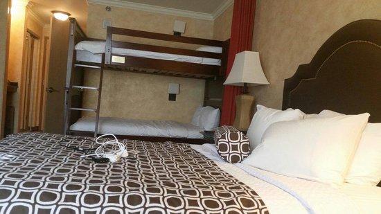 Wyndham Anaheim Garden Grove: Family Room. Very spacious.