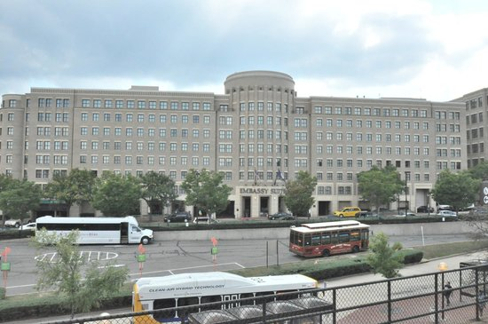 Embassy Suites by Hilton Alexandria-Old Town : the hotel from the metro platform
