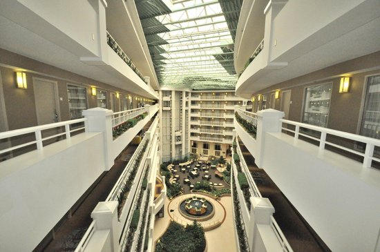 Embassy Suites by Hilton Alexandria-Old Town: the attrium area from the 7th floor