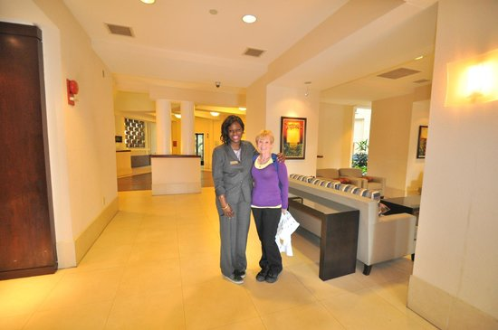 Embassy Suites by Hilton Alexandria-Old Town: pm receptionest at front desk