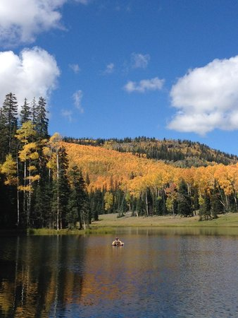 Escalante Outfitters, Inc -- The Bunkhouse: Fall colors on a mountain lake