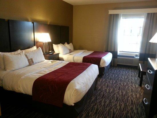 Comfort Suites Lebanon: SPACIOUS SUITES