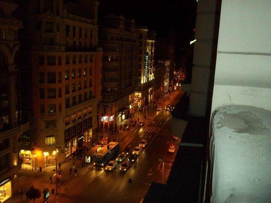 Hostal Pereda Hs : Desde la habitación , vista nocturna de la gran Via