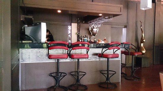 Inrawadee Resort: Bar