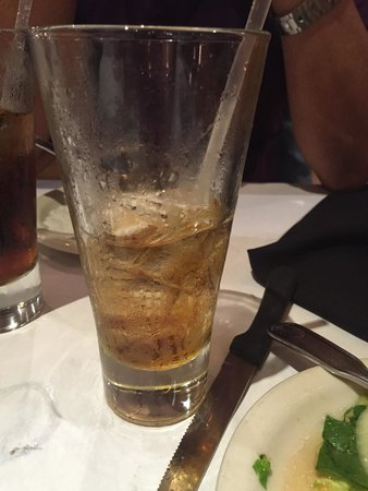 Los Ranchos Steakhouse: No es iced tea.. It's supposed to be coke...