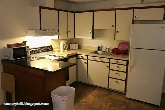 Bent Prop Inn & Hostel of Alaska : Kitchen. Good if you cook.