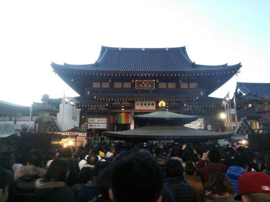 Kawasaki Daishi Heiken-ji Temple: 初詣の日の境内