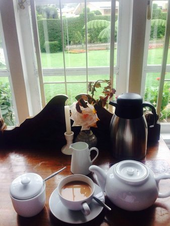 Glendower Hotel: Tea in our room