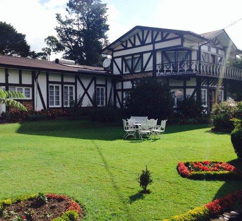 Glendower Hotel: Hotel & gardens