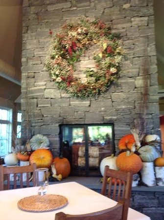 Jackson House Inn: fireplace in breakfast dining room.