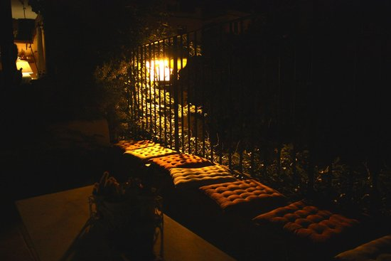 El Cau de Palau: The balcony by candle light!