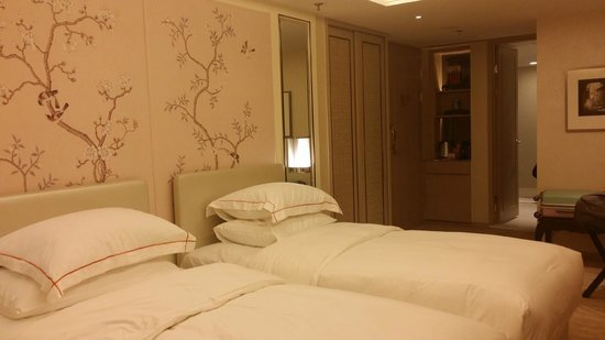 The Pottinger Hong Kong : deluxe twin room