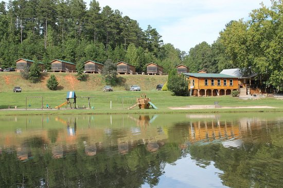 Hidden Creek Camping Resort: Lake View with cabins and Ranger Station