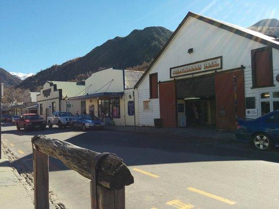 Arrowtown Village: Street in Arrowtown