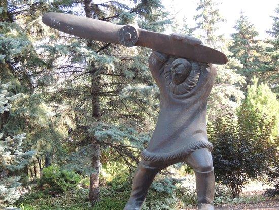 Leo Mol Sculpture Garden: Is something missing here?